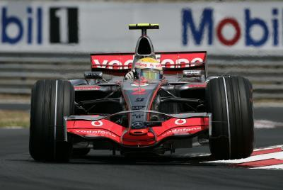 Lewis Hamilton lidera los tiempos en Monza