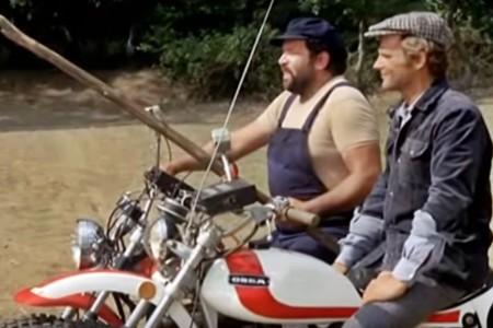Bud Spencer y Terence Hill en moto: duelo épico y absurdo a partes iguales