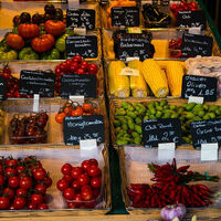 Más de la mitad de los españoles ha empezado a comprar en comercio local en el confinamiento