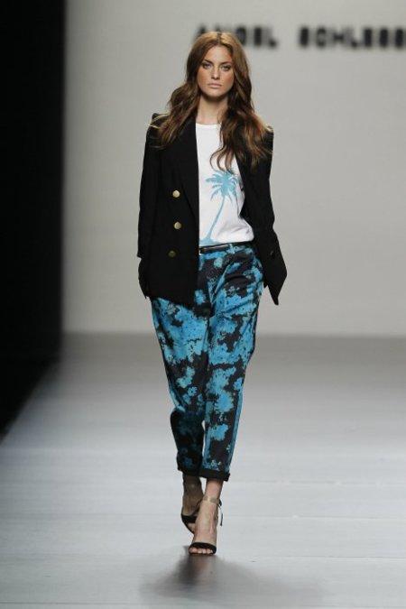 Angel Schlesser Primavera-Verano 2012: marinero y minimalista