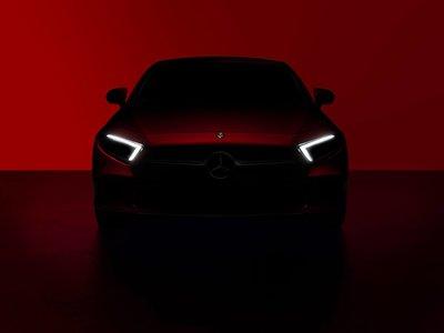 El Mercedes-Benz CLS se deja ver por dentro y por fuera (pero poco) antes de su debut, ¡y promete!