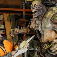 Bethesda celebra el lanzamiento de DOOM haciendo una brutal escultura con una motosierra