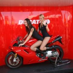Foto 34 de 35 de la galería las-pit-babes-de-estoril-en-una-ducati-1098 en Motorpasion Moto