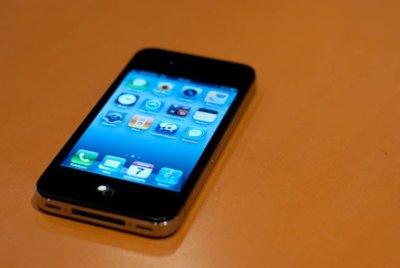 Apple podría verse obligada a lanzar un nuevo iPhone 4 versión 2