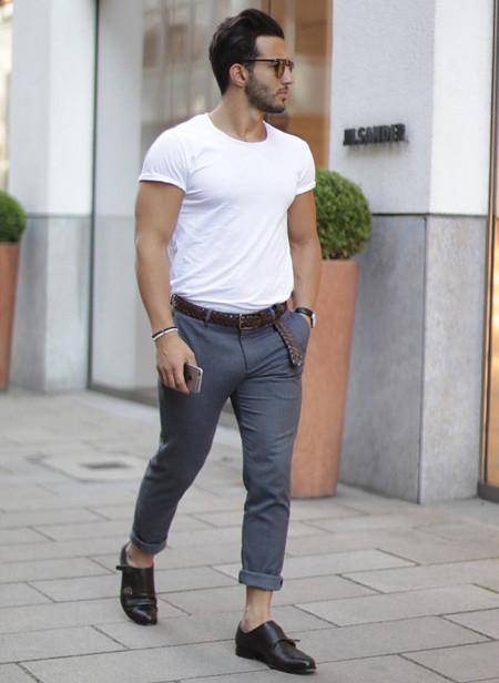 El Mejor Street Style De La Semana La Camiseta Blanca Se Impone Al Look Mas Formal Para El Verano 04