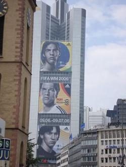 Artistas y deportistas, objetivo de la Banca