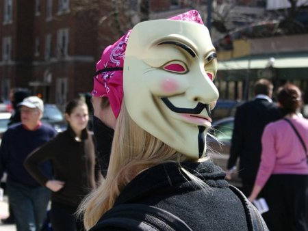 Detienen un nuevo presunto miembro de Anonymous en Inglaterra por ataques DDoS