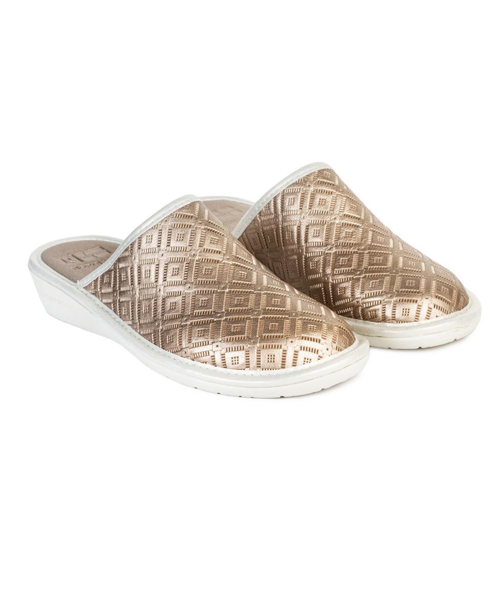 Zapatillas de casa de mujer Nordikas destalonadas con detalle de piel troquelada