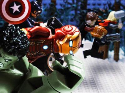 ¿Qué pasa si coges trailers de películas y los replicas con Lego? Auténticas maravillas...