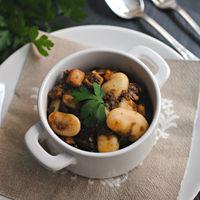 Alubias guisadas con calamar, receta de cuchara para reconfortar cuerpo y alma