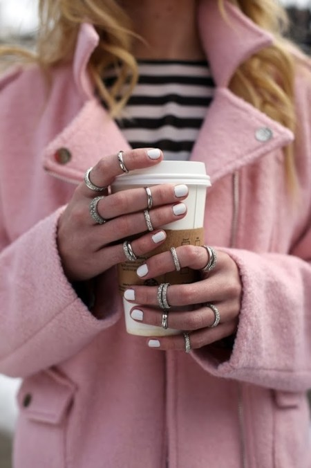 d969a372736d Tus manos van a la moda? La tendencia de los 15 anillos
