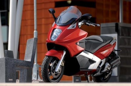 Gilera GP 800 maxi-scooter