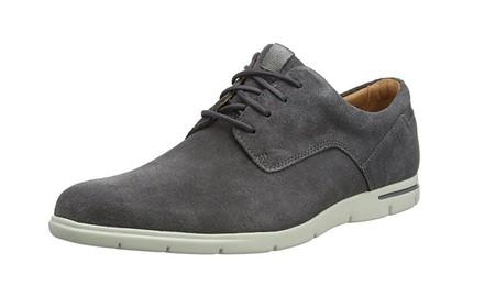 7d03e91693 Arreglados pero informales con los zapatos para hombre Clarks Vennor ...