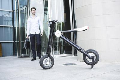 El scooter E.T. no te llevará a la Luna, pero al ser eléctrico y plegable es ideal para la gran ciudad