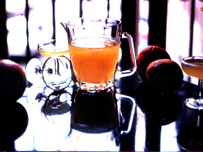 Cómo hacer Agua de Valencia, la bebida con la que refrescar la noche de San Juan