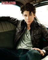Nick Jonas, todo lo tremendo que puede estar, posando para 'Parade Magazine'