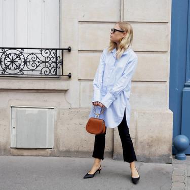 21 looks de street style que te inspirarán para combinar tu camisa azul todos los días del año