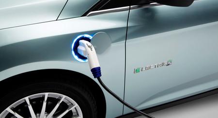 Ford llama a revisión a 50.000 coches híbridos enchufables y eléctricos en Norteamérica por riesgo de incendio