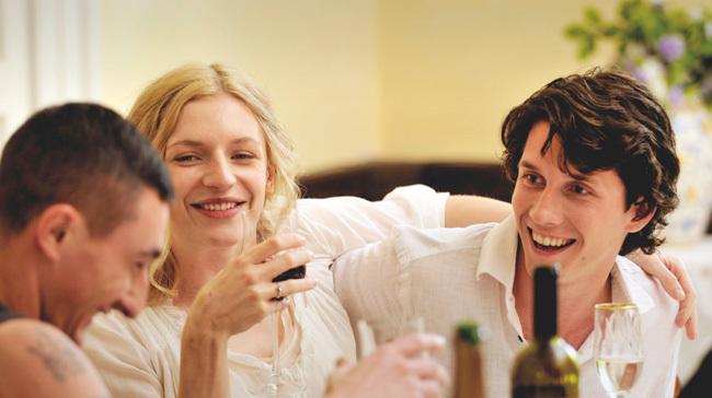 La pareja a punto de casarse en 'Amor es todo lo que necesitas'
