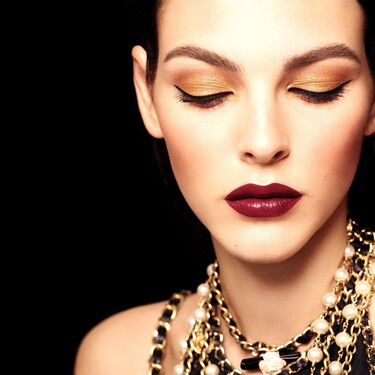 Un maquillaje lleno de luz y un ritual de cuerpo y baño con el perfume Nº5: así son las propuestas de Chanel para esta Navidad 2020