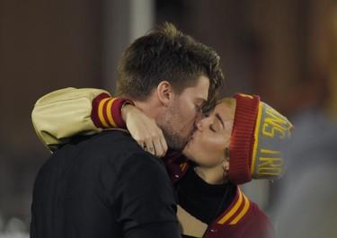 Miley Cyrus y Patrick Schwarzenegger ya no se quieren tanto y Bradley Cooper ronea con Irina Shayk