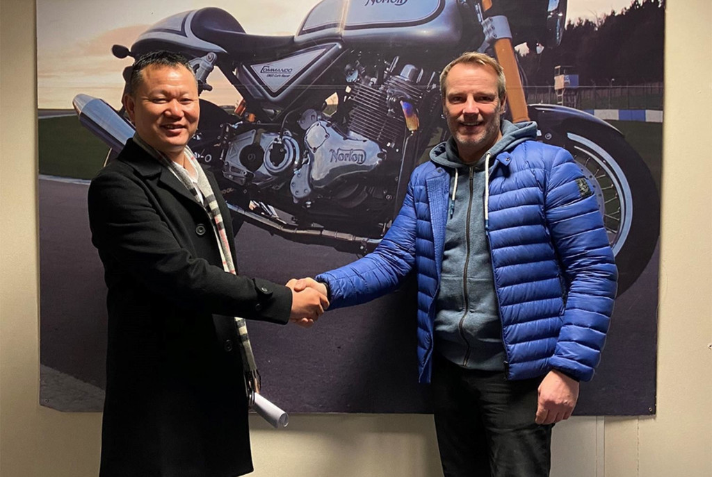 Norton trató de salvar la quiebra vendiendo el motor 961 a un fabricante chino, pero no logró salvarse
