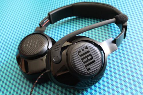 """Probamos los JBL Quantum 300: ligeros, cómodos, con un micrófono ideal para comunicarnos y un """"sonido envolvente"""" en PC como clave"""