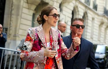 Celine Dion vuelve a darlo todo en París eligiendo este total look de flores de lo más arriesgado