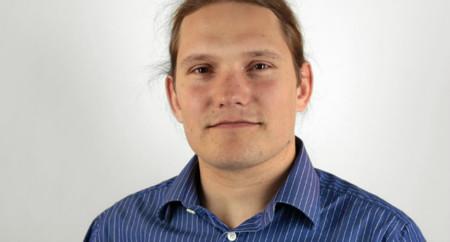 """Neil McGovern, líder del proyecto Debian: """"Me preocupan los últimos movimientos de Ubuntu"""""""