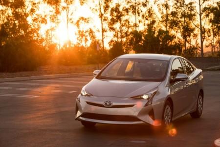 El nuevo Toyota Prius se convierte en el híbrido con mejor consumo de la historia de Consumer Reports