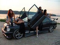 Subastan un Mercedes 190 tuneado con muy buena compañía