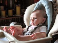 ¡Ojo! Los bebés sufren cada vez más caídas desde la trona