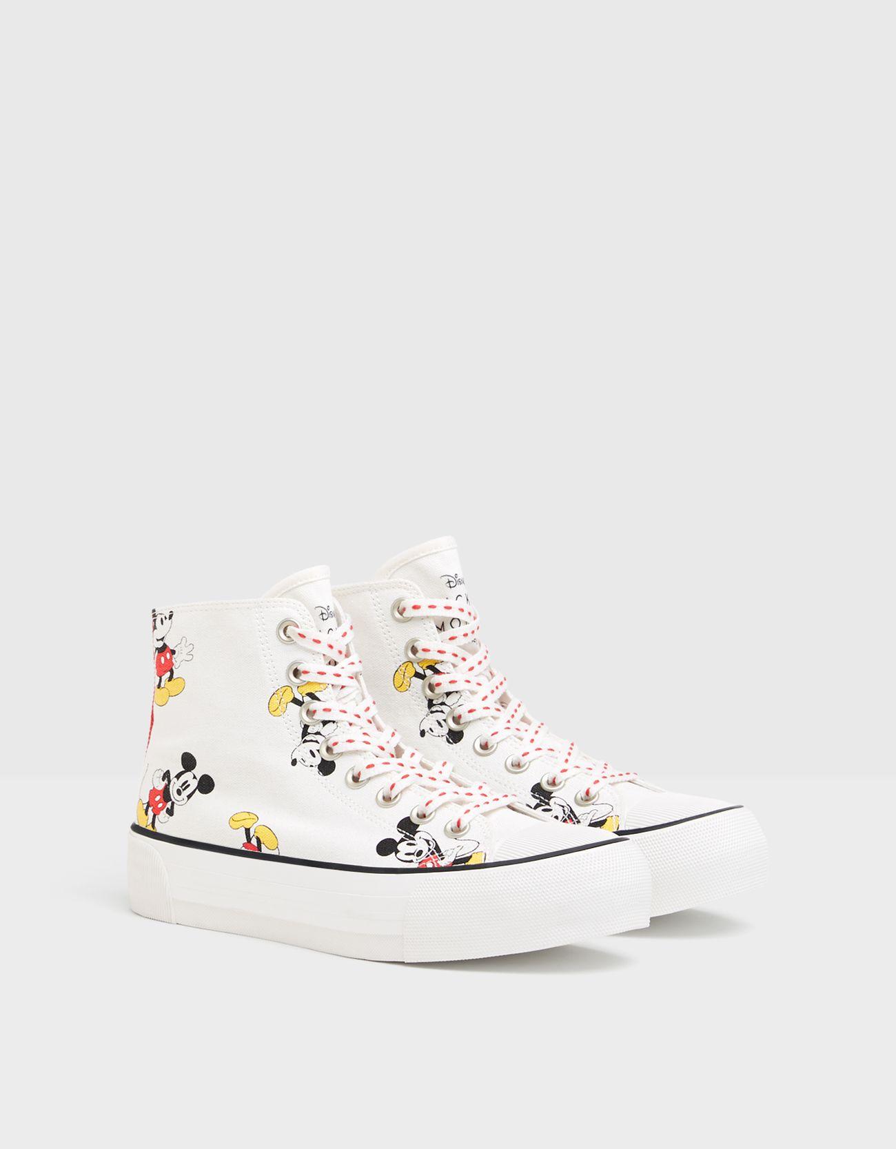 Zapatillas plataforma abotinadas Mickey.