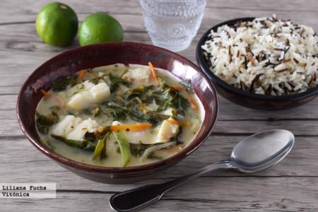 Curry verde de bacalao y verduras. Receta saludable