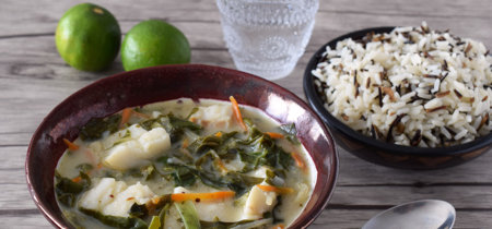 Curry verde de bacalao y verduras. Receta saludable