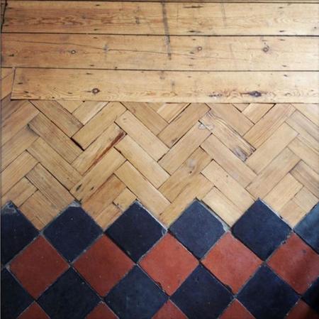 Creativos suelos que combinan la madera con la baldosa formando unos maravil - Parquet carrelage com ...