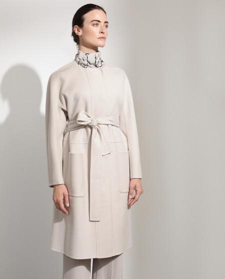 Abrigo largo doble faz de mujer con lazada en la cintura