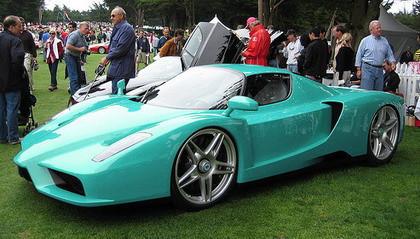 Un Ferrari Enzo azul turquesa