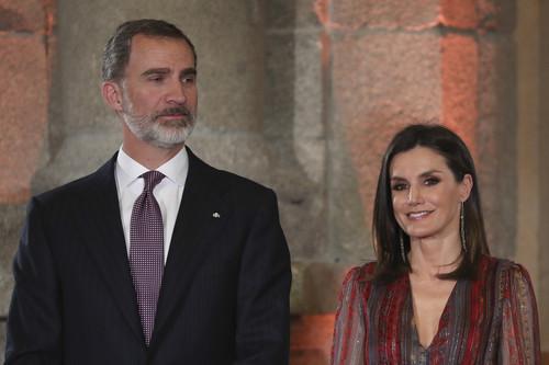 Doña Letizia luce un vestido de estilo boho ideal para los días de entretiempo
