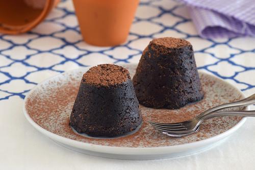 Pastelitos keto de chocolate y aguacate al microondas: receta saludable vegana en diez minutos