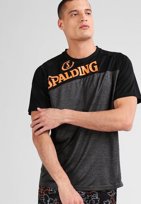 Tras un 60% de descuento tenemos la camiseta Spalding Heart 'n Soul por 11,95 euros en Zalando