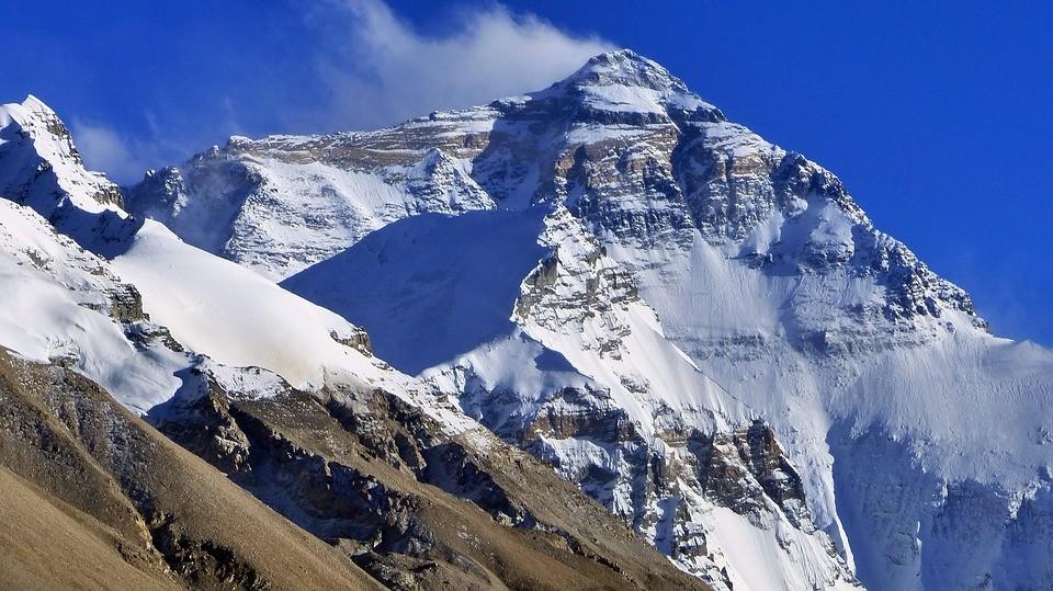 ¿Cuántas montañas de más de siete mil metros no han sido escaladas todavía?