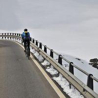 Un 30% de los conductores cree que los ciclistas no deben circular por la carretera, según un estudio