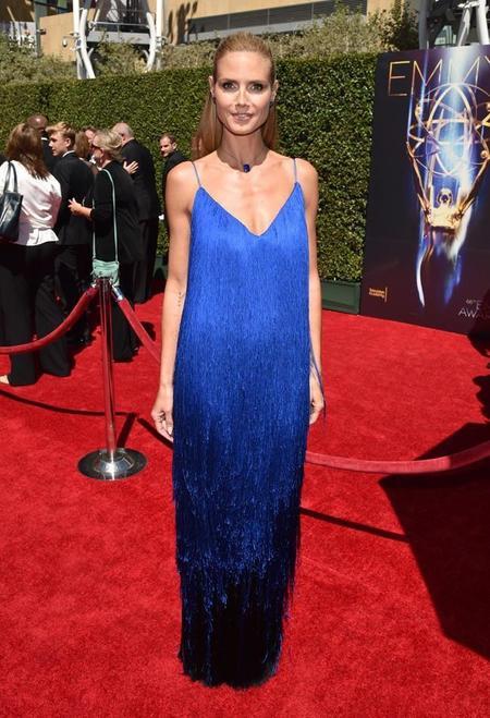 Mira tú cómo gira Heidi Klum en los Premios Emmy de las Artes Creativas (acompañada de más celebrities)