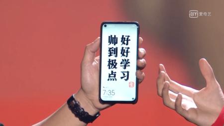 El notch del futuro está aquí: así luce el primer smartphone del mundo con un agujero en la pantalla para la cámara