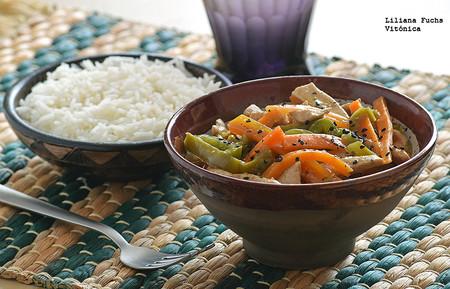 Salteado de pollo oriental con verduras
