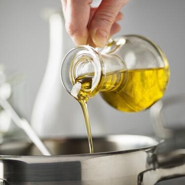 """Una nueva ley regula la comercialización de aceite de oliva y prohíbe usar denominaciones como """"virgen extra"""" en otros productos"""