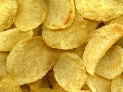 Las bolsas pequeñas de patatas fritas engordan más