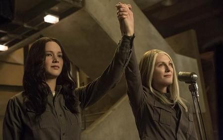 Jennifer Lawrence Y Julianne Moore En Los Juegos Del Hambre Sinsajo