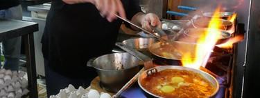 El Dr. Shakshuka nos enseña a hacer el plato del Magreb que ha hecho famoso en Israel (y el mundo)